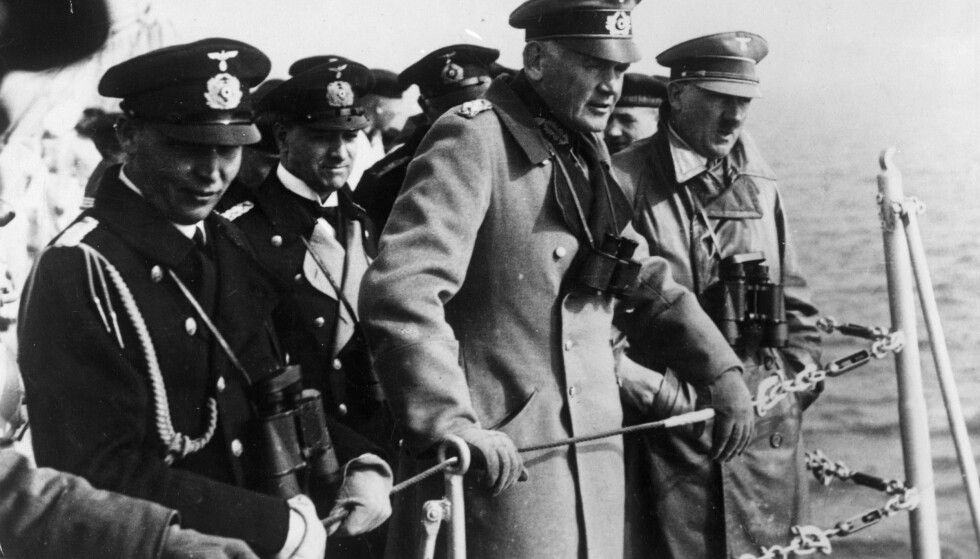 HITLER I NORGE: Adolf Hitler og flere høytstående tyske offiserer besker en norsk fjord i 1934. Foto: NTB