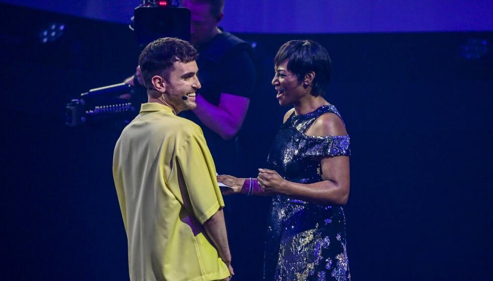 SMITTET: Under første del av Eurovision-semifinalen stod Duncan Laurence og programleder Edsilia Rombley og jublet, nå er Eurovision-vinneren satt i karantene. Foto: NTB