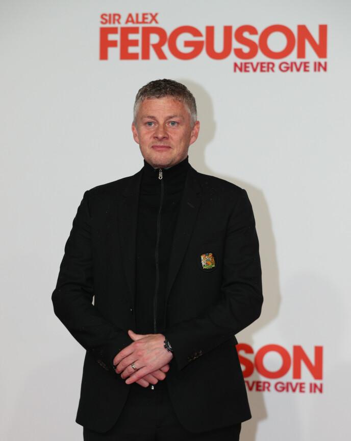 ELEGANT: Ole Gunnar Solskjær var strøkent antrukket da han ankom premieren av filmen «Sir Alex Ferguson: Never Give In». Foto: NTB