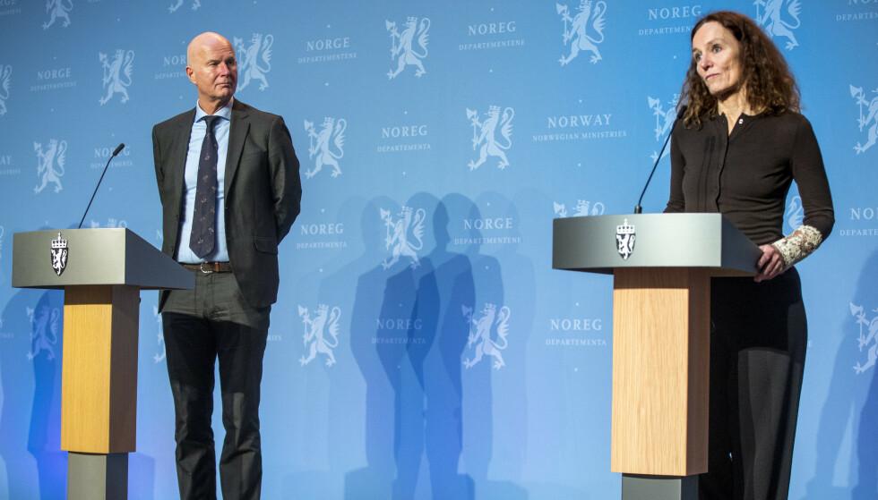 ENIGE: Helsedirektør Bjørn Guldvog og direktør Camilla Stoltenberg i Folkehelseinstituttet er enige om hvilke områder de vil åpne. Foto: Terje Pedersen / NTB