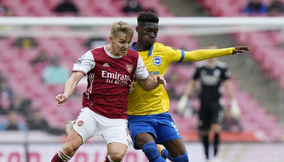 DIRIGENT: Martin Ødegaard var Arsenals dirigent i serieavslutnignen mot Brighton. Foto: AP Photo/Alastair Grant, Pool