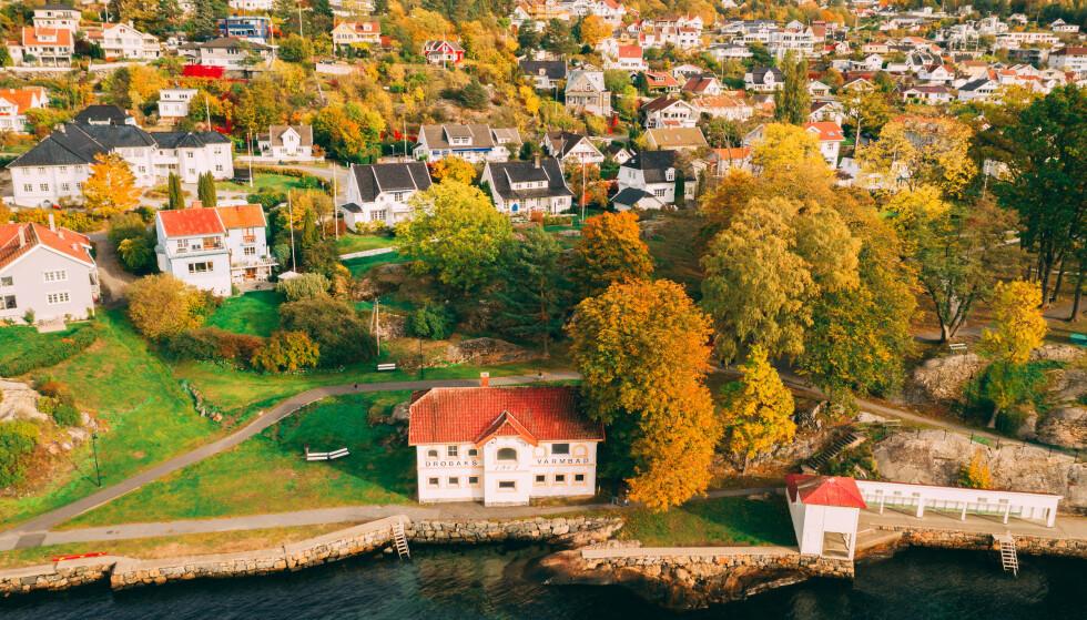 SMITTETALLENE ØKER: - Dramatisk økning, sier Frogn kommune om smittesituasjonen i Drøbak. Foto: Shutterstock/NTB