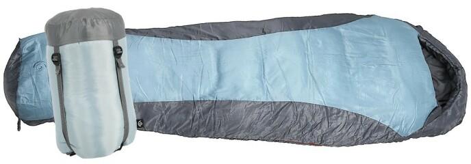 SOVEPOSE: Komfortabel sovepose for sommerhalvåret med vannavvisende ytterstoff. Og med glidelås på begge sider hvis det plutselig blir veldig varmt!