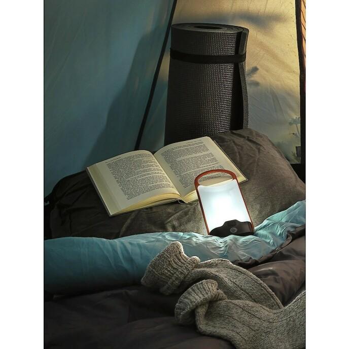 GODSTEMNING: Med litt medbrakt lys blir teltet behagelig opplyst!