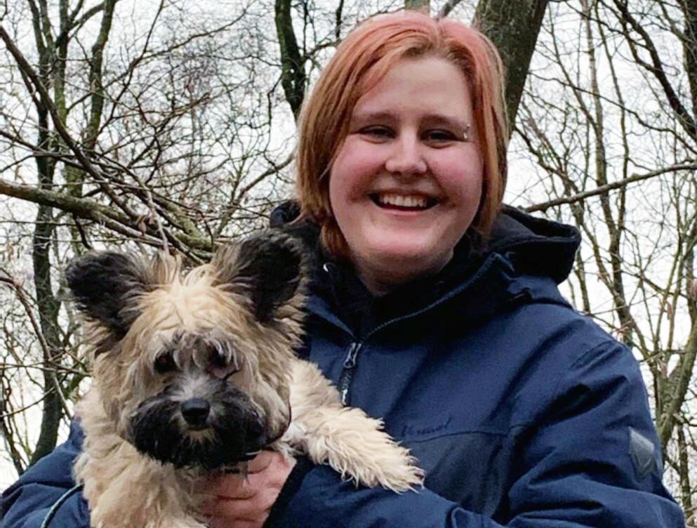 GODE VENNER: Frøya Andersen har flere kjæledyr hun er veldig glad i. Nå ønsker hun seg en venninne, og har lagt ut en annonse, hvor hun søker nytt bekjentskap. Foto: Privat
