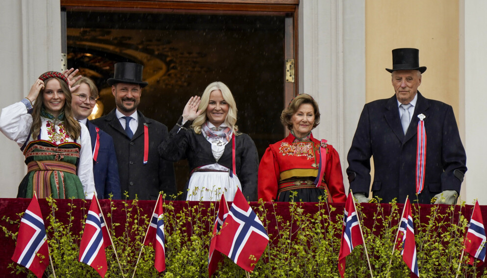 VAKSINE: Kongehuset har blitt tilbudt vaksinedoser. Her er kongefamilien 17. mai i år. Foto: Lise Åserud / NTB