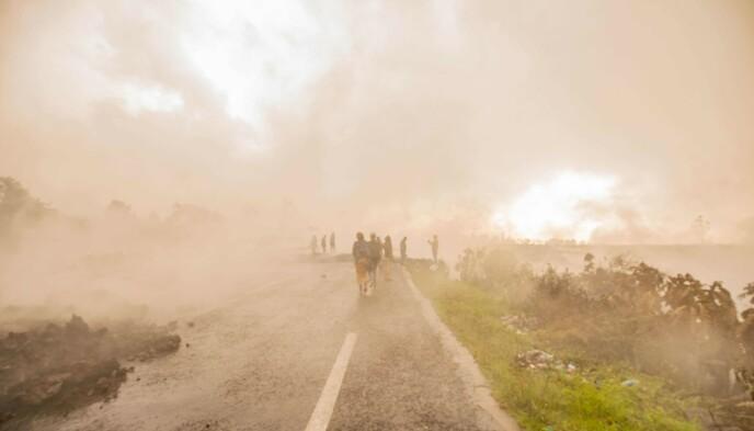 PÅ FLUKT: Det pågående vulkanutbruddet får enda flere innbyggere i DR Kongo på flukt. Foto: AFP / NTB