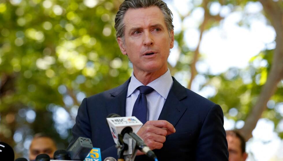GUVERNØR: Californias guvernør Gavin Newsom under en pressekonferanse om masseskytingen. Foto: Amy Osborne / AFP / NTB