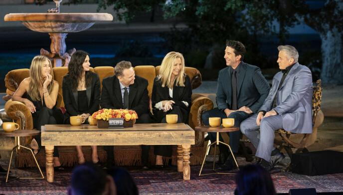GJENFORENING: «Friends»-skuespillerne var samlet for å minnes tiden under innspillingen av den populære TV-serien. Foto: Terence Patrick / HBO Max / AP