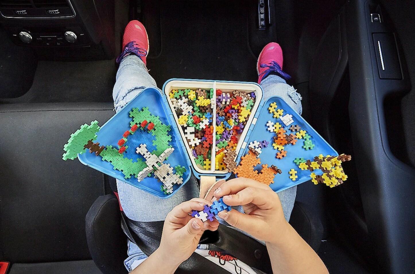 AKTIVITETER: De fleste barn synes at bilturer over ti minutter er ... lange! Et godt tips er å gi dem noe gøy å holde på med underveis!