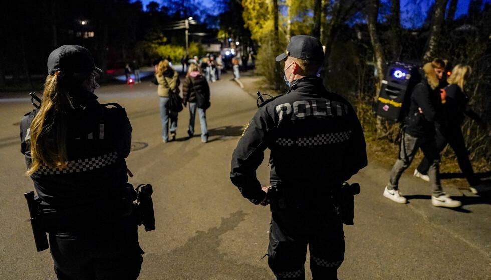 BEKYMRET: I Lillestrøm har politiet i løpet av pandemien opplevd at stadig yngre personer er beruset og henger på steder de ikke bør være. Her fra Bygdøy i Oslo 1. mai. Foto: Håkon Mosvold Larsen / NTB