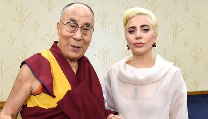 BANNLYST: Dalai Lama og Lady Gagas møte satte sistnevnte på svartelista til Kina. Foto: Kevin Mazur/AFP/NTB