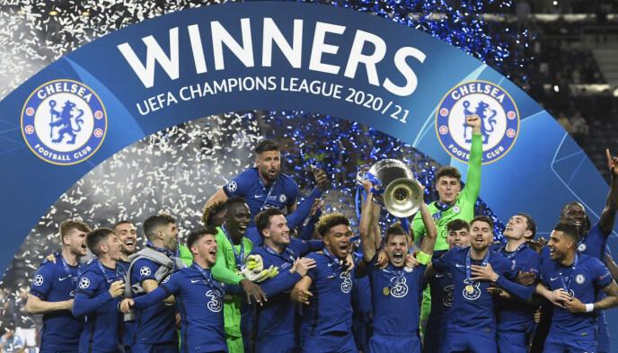 JUBLER: Chelsea-spillerne kunne slippe jubelen løs etter kampen. Foto: AP