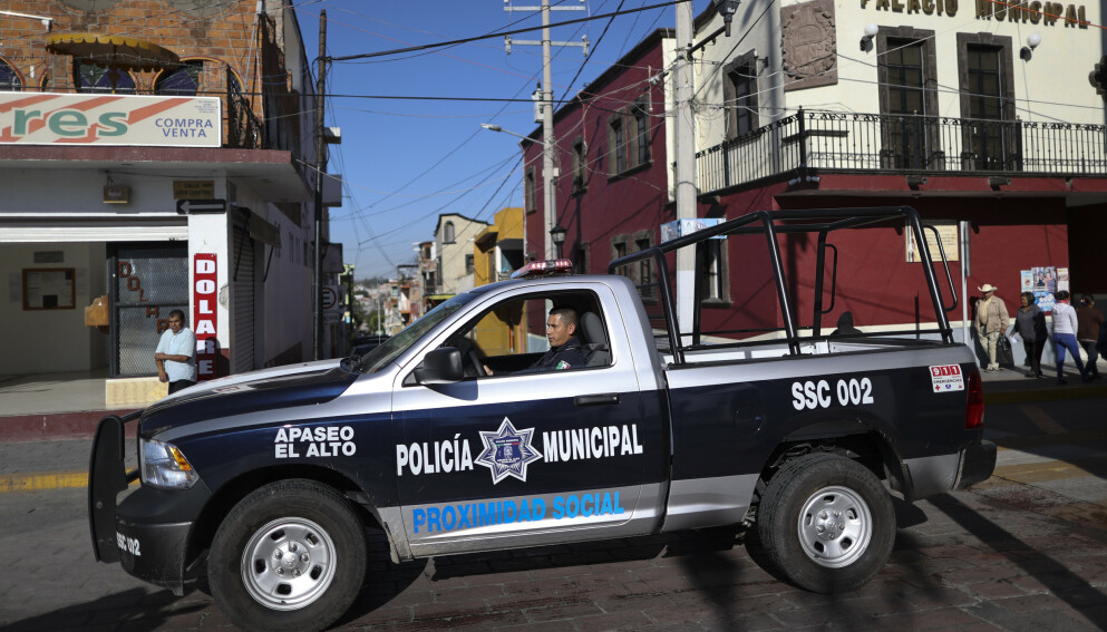 UTSATT: Politiet i Mexico lever flere steder et utsatt liv. Jalisco-kartellet har så langt gått til det mest ekstreme i kampen for å fortsette med sin narkotikavirksomhet. Foto: AP / NTB