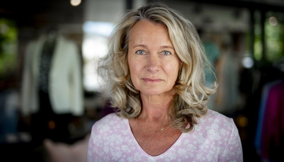 PROLAPS I NAKKEN: Karin Helena Engström fikk prolaps i nakken for noen uker tilbake. - Smertene var forferdelige, sier hun. Foto: Bjørn Langsem