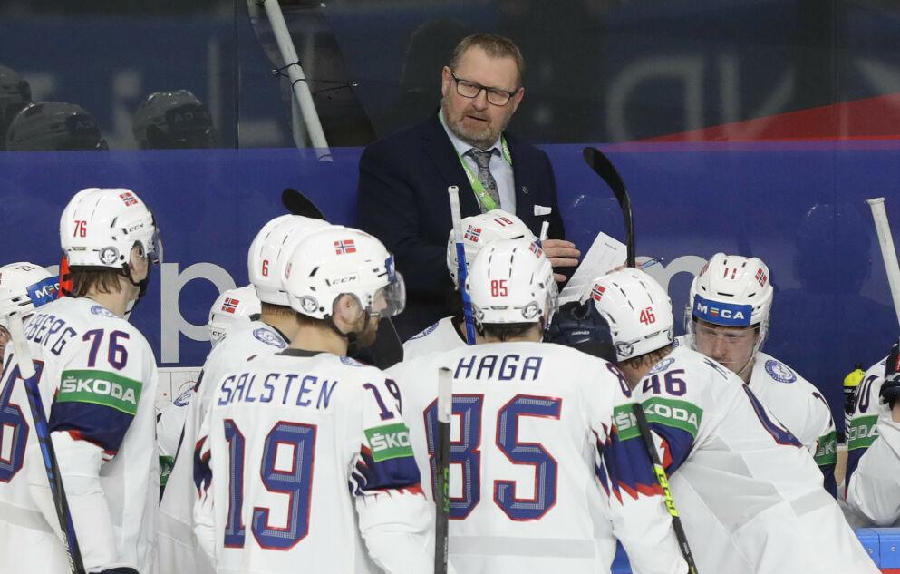 HELT MISFORSTÅTT: Det norske VM-laget i ishockey er like mye verdt som fotballandslagene. Da må myndighetenes smitteregler være like. FOTO:AP/Sergei Grits.