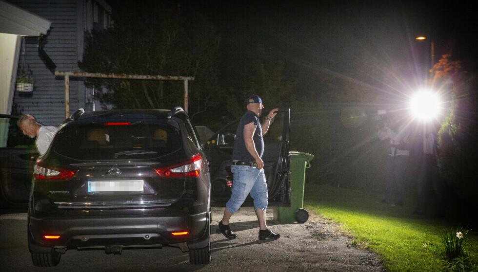 FRAMME: - Hei! sa Viggo Kristiansen tydelig da han gikk inn døra til barndomshjemmet i natt. Foto: Henning Lillegård / Dagbladet