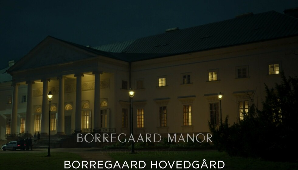 UGJENKJENNELIG: «Oslo»-filmens Borregaard hovegård er et prektig, opplyst bygg med romerske kolonner i front. Foto: HBO