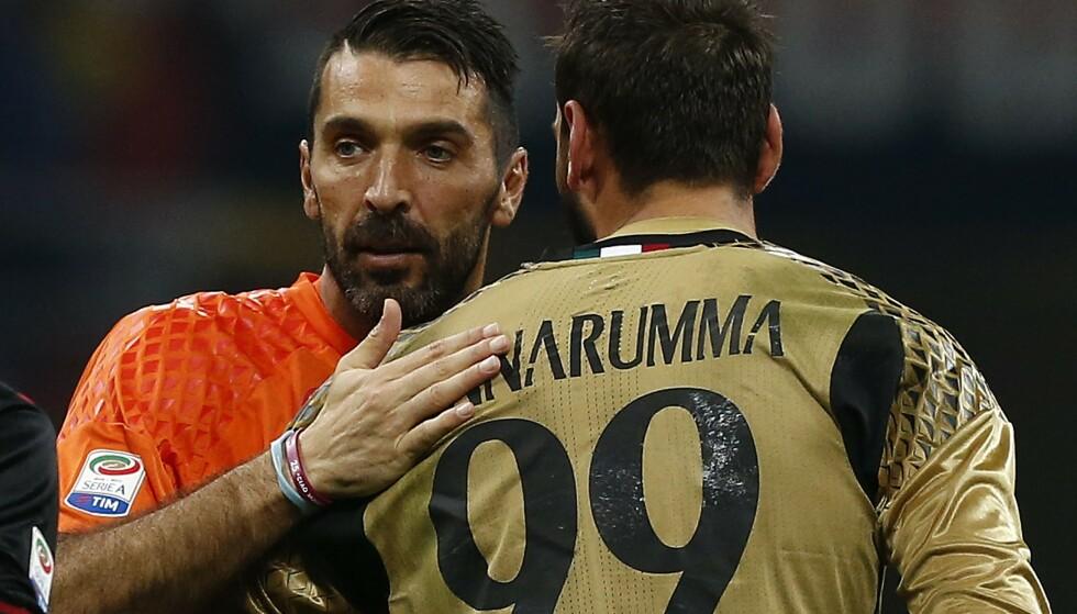 ELEVEN OG LÆREMESTEREN: Gianluigi Buffon og Gianluigi Donnarumma har møttes på banen før. Foto: Marco Bertorello/ AFP / NTB