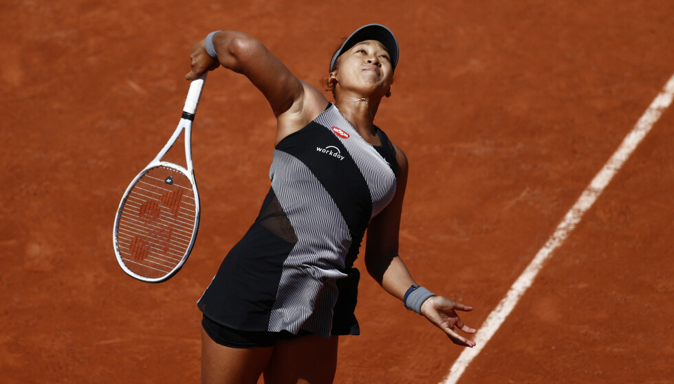I AKSJON: Osaka under førsterunde kampen i Roland Garros mot Patricia Maria. Foto: Reuters