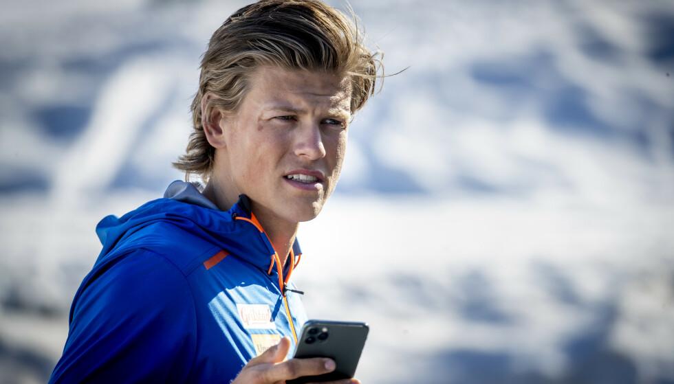 IKKE IMPONERT: Johannes Høsflot Klæbo lar seg ikke provosere av Iversens løgner. Foto: Bjørn Langsem / Dagbladet