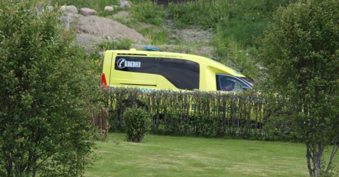 PÅ ÅSTEDET: Politi, krimtekniker og ambulansepersonale var på plass lørdag. Foto: Stian Drake / Dagbladet