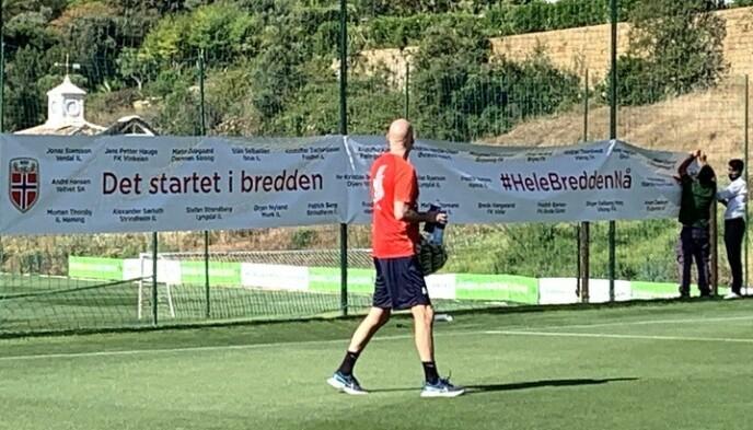 I SPANIA: Ståle Solbakken og Norge har vært i Marbella denne uka. Søndag venter Hellas i privatlandskamp i Málaga. Foto: Tore Ulrik Bratland