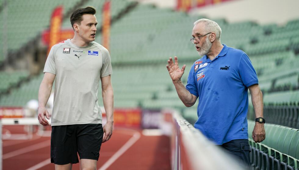 FORNØYD DUO: Karsten Warholm og trener Leif Olav Alnes. Foto: Stian Lysberg Solum / NTB