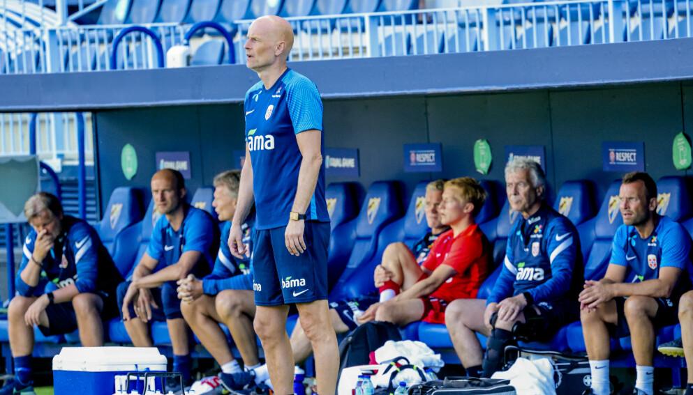 FRUSTRERT: Ståle Solbakken på sidelinja i Malaga under kampen mot Hellas. Foto: Geir Olsen / NTB