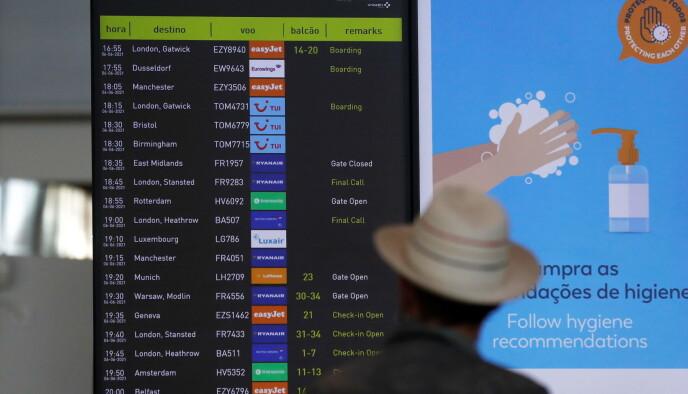 Molti voli in partenza: Diversi voli in partenza per il Regno Unito dall'aeroporto di Faro il 6 giugno.  Foto: REUTERS/Pedro Nunes/NTP
