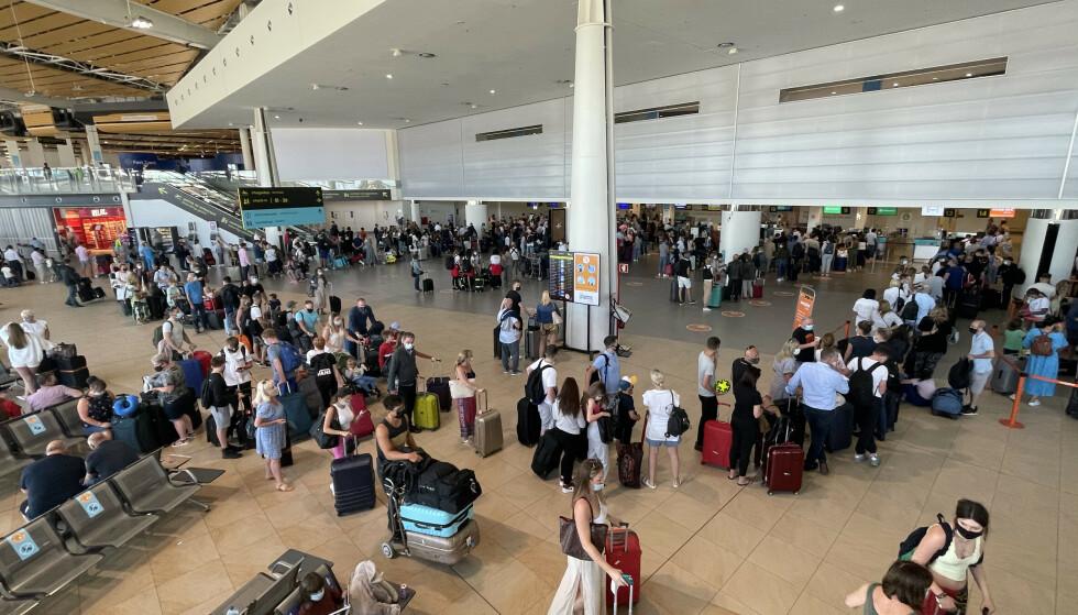 10.000: si dice che fino a 10.000 britannici abbiano lasciato l'aeroporto di Faro sabato.  Foto: SplashNews.com/NTB