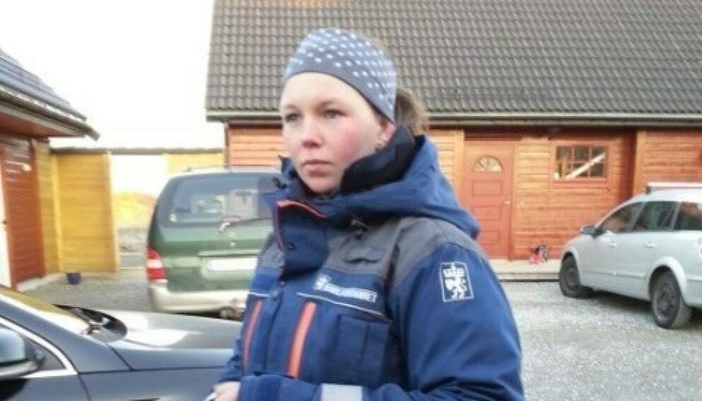 BISTO UNDER BRANNSLOKKINGEN: Linn Ekren ble kalt ut av Sivilforsvaret til å hjelpe brannmannskapene i å få kontroll på Sotra-brannen. Her fra et tidligere oppdrag. Foto: Privat
