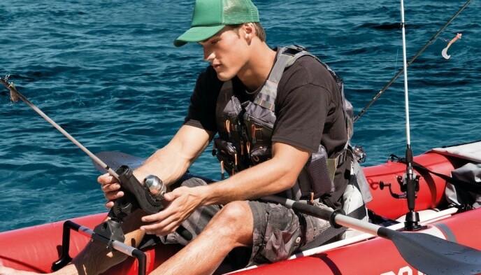 Intex Excursion Pro har to holdere for fiskestenger på kajakkens sider.