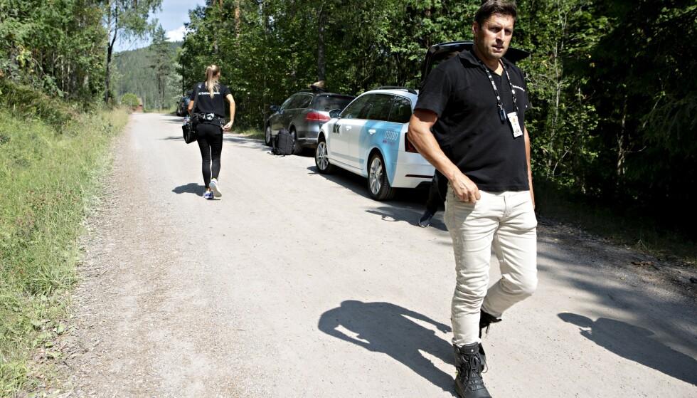 PÅ STEDET: Både brannvesen og politi kom raskt på stedet etter likfunnet. Foto: Frank Karlsen / Dagbladet