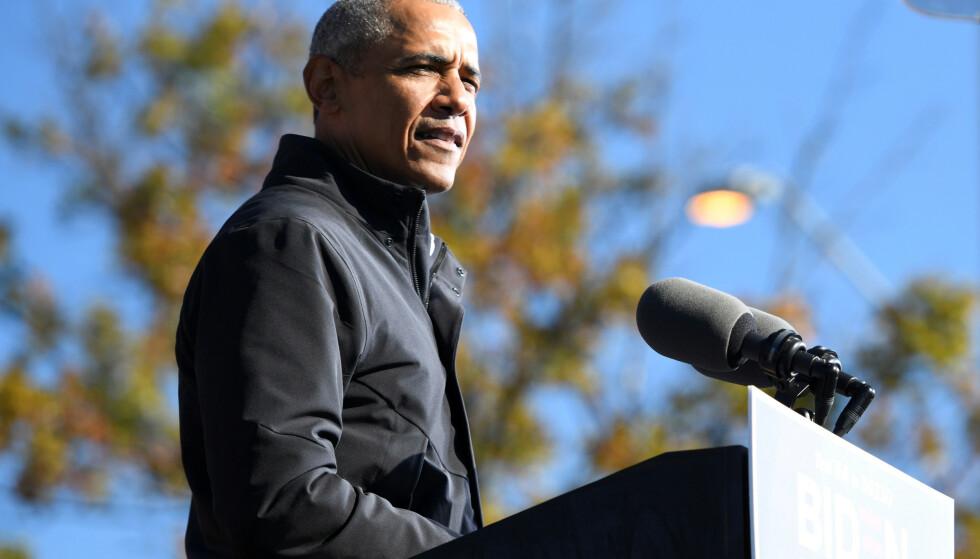 BEKYMRET: Tidligere president Barack Obama er bekymret for det amerikanske demokratiet. Her fra en tale i november. Foto: Brandon Bell / Reuters / NTB