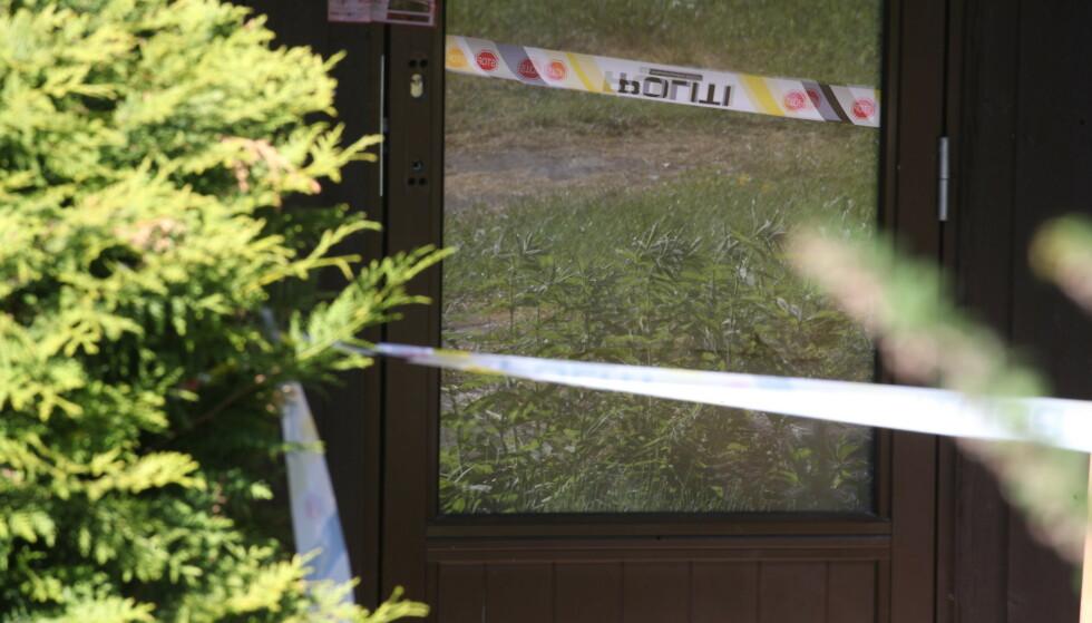 SPERRET AV: En leilighet på Hellerud øst i Oslo er sperret av. Foto: Bjørn Langsem / Dagbladet