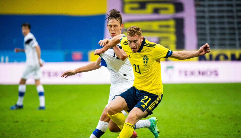 HARDT SLAG: Dejan Kulusevski blir et stort savn for Sverige. Foto: AFP/Jonathan NackstrandClick to add image caption