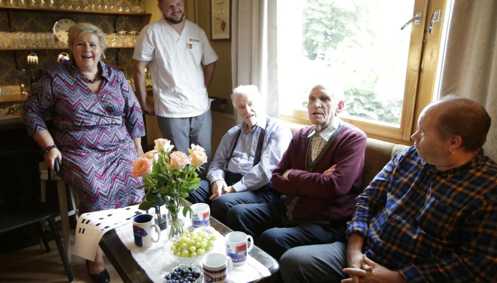 PÅ BESØK: Statsminister Erna Solberg (H) besøkte Manglerudhjemmet i 2015 for å skryte av det den gang privatdrevne sykehjemmet. Foto: Vidar Ruud / NTB