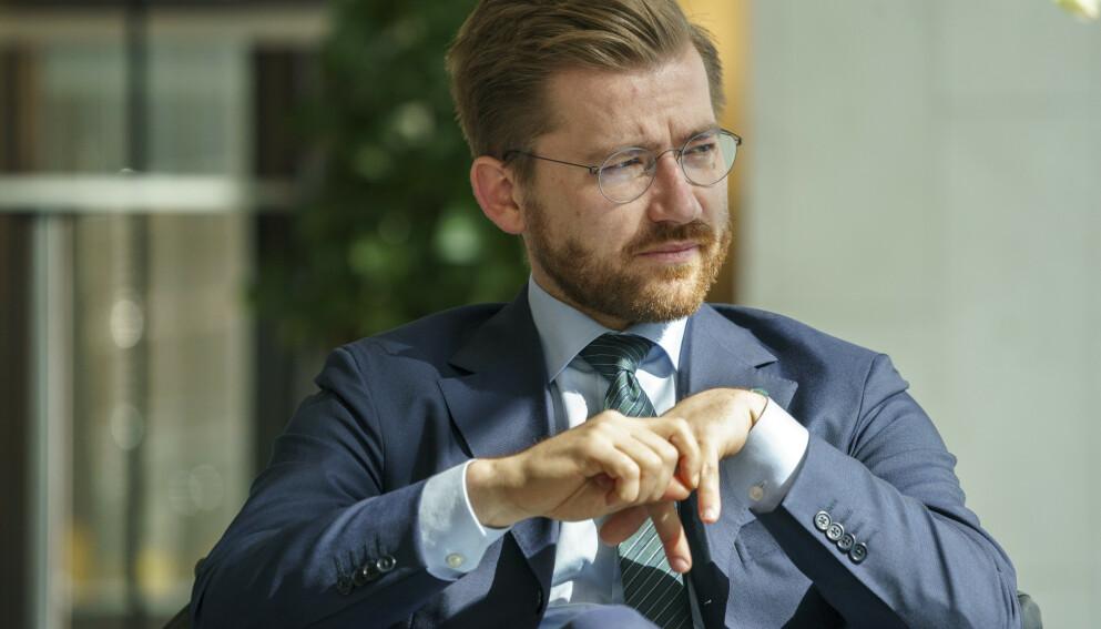 PÅ TEPPET: MDGs Arild Hermstad vil kalle klima- og miljøminister Sveinung Rotevatn inn på teppet. Foto: Torstein Bøe / NTB
