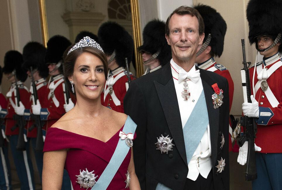 UPOPULÆR SKATTEUTGIFT: Halve den danske befolkningen mener prins Joachim bør kvitte seg med apanasjen. Her på en bankett i 2018 sammen med kona, prinsesse Marie. Foto: Keld Navntoft/ Ritzau Scanpix/ NTB