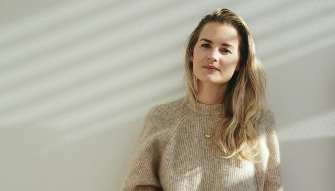 SKOENE PIRRER: Alexandra Sætran er motejournalist for blant annet Costume og Finansavisen. Hun tror skoene vil slå godt an, spesielt i sosiale medier. FOTO: Ida Bjørvik.
