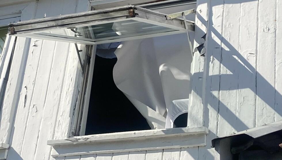 ÅSTEDET: Kvinnen ble funnet hardt skadd i dette huset i Arendal. Bakgrunnen for hendelsen en så langt en gåte. Foto: Morten Boswarva