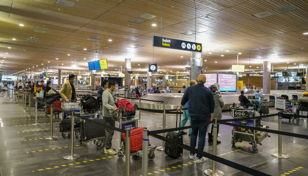 OSLO LUFTHAVN: Avinor mener de største utfordringene kommer på Norges mest trafikkerte flyplass, Oslo lufthavn. Her testes passasjerer for covid-19 etter ankomst på Gardermoen. Bildet er tatt i 26. januar. Foto: Heiko Junge / NTB