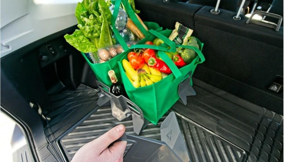Denne smarte bagasjeholderen er en av dingsene som gjør det lettere å holde det ryddig i bilen.