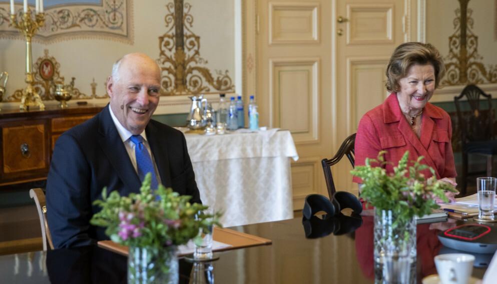 UTTALER SEG: Kong Harald og dronning Sonja møter landets ti statsforvaltere og sysselmannen på Svalbard. Foto: Berit Roald / NTB