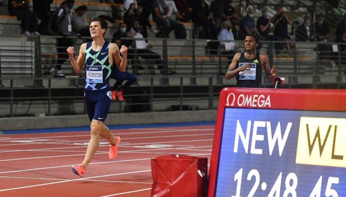 JUBEL: Jakob Ingebrigtsen slo den europeiske rekorden med over et sekund. Foto: NTB