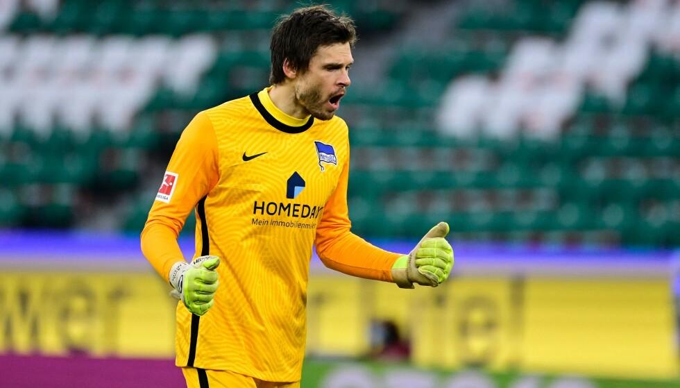 LETTET: Rune Almenning Jarstein er glad for at klubben klarte å sikre en ny sesong i Bundesliga. Foto: AFP