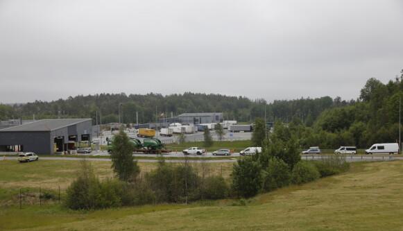 LANG KØ: I alt 1,2 millioner nordmenn, som er fullvaksinerte, kan nå reise til Sverige og komme tilbake uten noen form for karantene. Her fra grensestasjonen på Svinesund. Foto: Nina Hansen / DAGBLADET