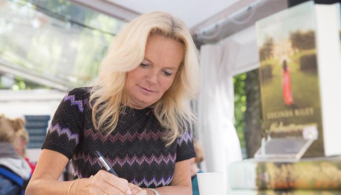 2014: Forfatter Lucinda Riley signerer bøker på Oslo Bokfestival 2014. Foto: Berit Roald / NTB