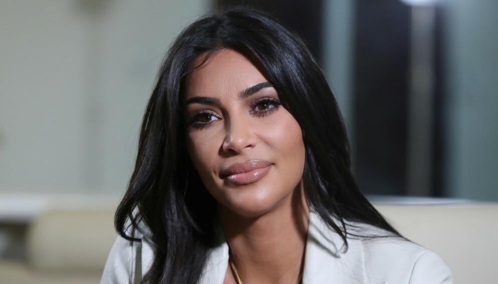 STUDIESTRESS: Kim Kardashian er kanskje berømt og steinrik, men kjenner selv på eksamenstrøbbel. Foto: Vahram Baghdasaryan/Photolure/NTB